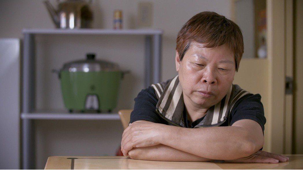 紀錄片「日常對話」,看似拍攝導演與同性戀母親的日常,實際卻是一部超越同志的電影,...