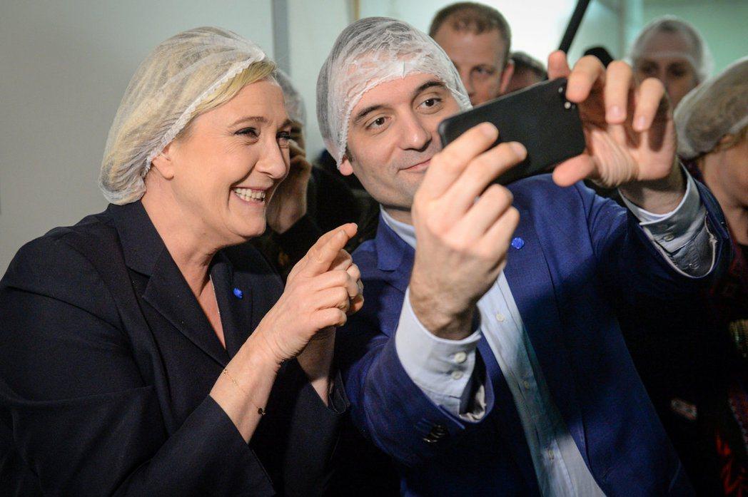 民族陣線副主席飛利波(右),是黨內少數政治立場偏向開放自由派的黨員,對勒龐跟瑪麗...