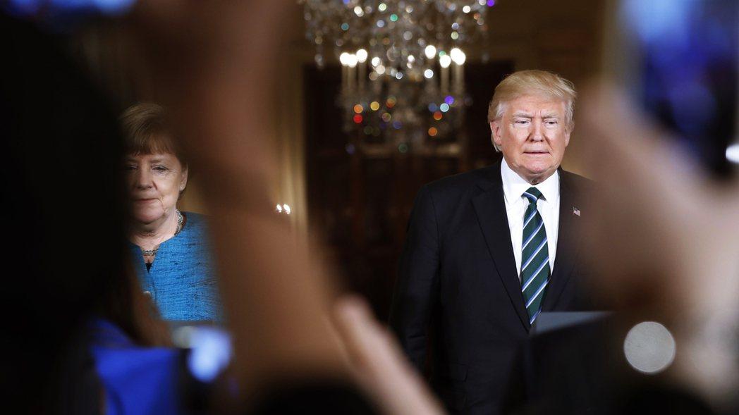 在川習會之前,川普與德國總理梅克爾曾在3月有一場氣氛緊繃的會面。 圖/美聯社