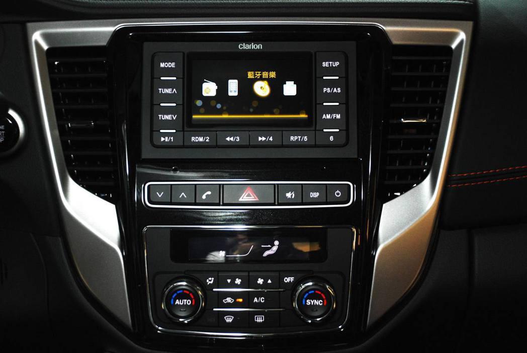 GRAND LANCER中控台,可選配8吋觸控影音系統。記者林昱丞/攝影