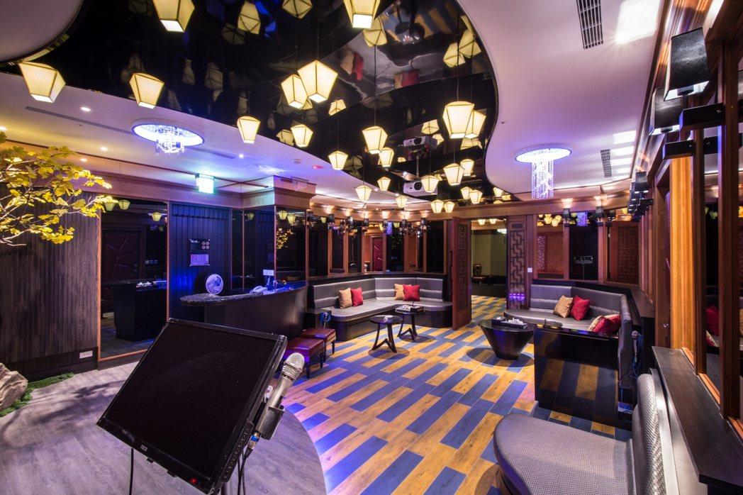 紫禁城主題會館以孔明燈打造的天燈房。 圖/業者提供