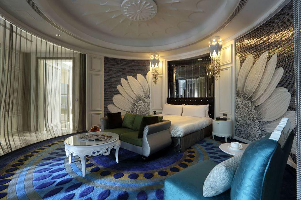 冠月精品旅館客房設計馬賽克主題牆,作工精美,宛如藝術品。 圖/業者提供