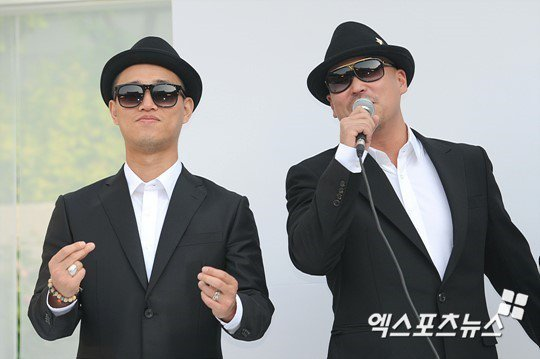 韓嘻哈團體「LeeSSang」,左為Gary,右為Gil。圖/摘自xsports