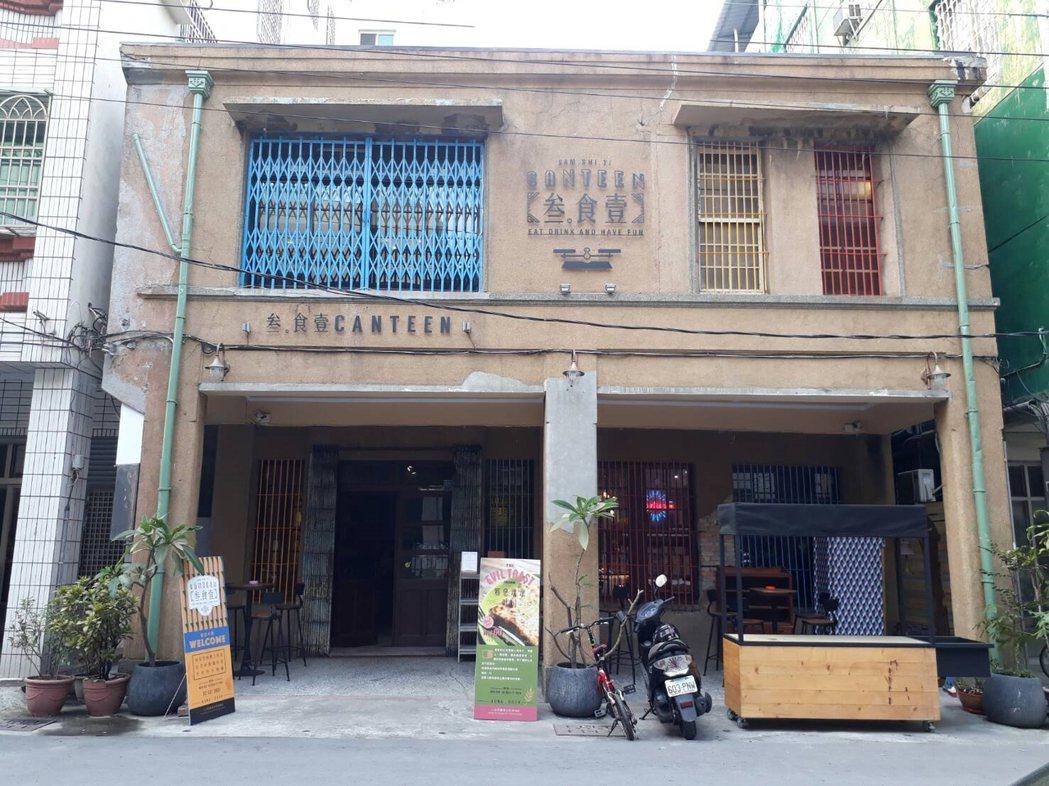 哈瑪星及鹽埕埔一帶的街屋是老高雄人記憶中繁華市都心的象徵。圖/高雄市都發局提供