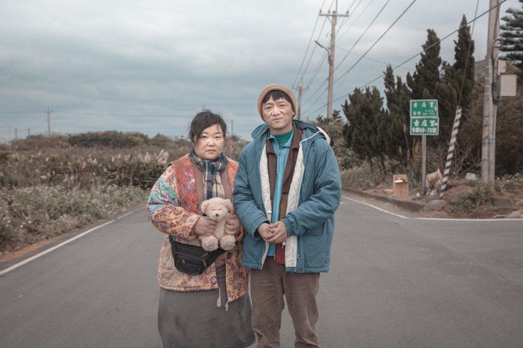 廖慧珍(左)與藍葦華演電視電影 圖/中視提供