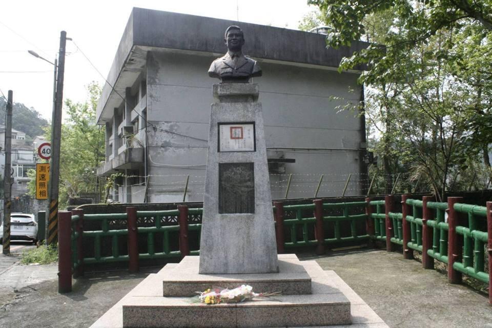 陳金龍的銅像。圖/引自陸軍司令部臉書