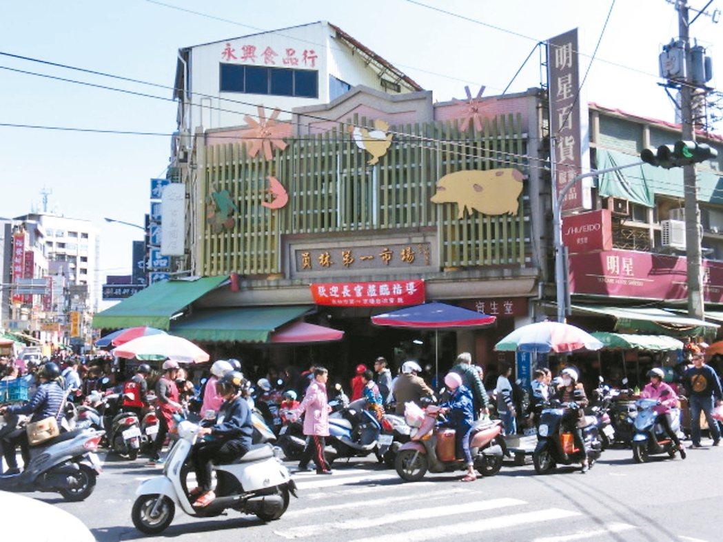 車水馬龍的員林市第一市場。 ◎徐錦成/圖片提供