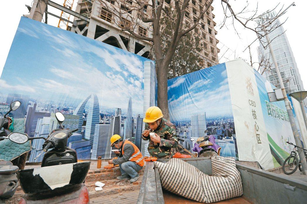 亞銀預測,儘管中國成長趨緩,亞洲仍將帶動全球成長,但面臨已開發經濟體政策方向不明...