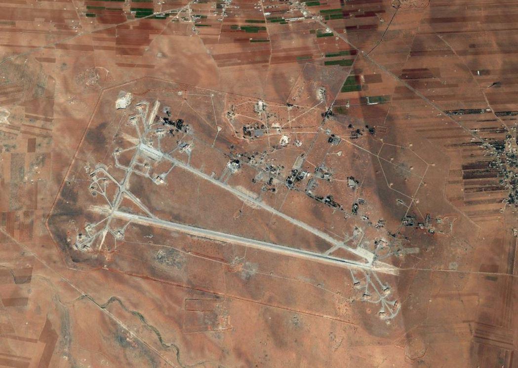 美軍飛彈攻擊目標為敘利亞中部的謝拉特空軍基地。 圖/取自Google Earth