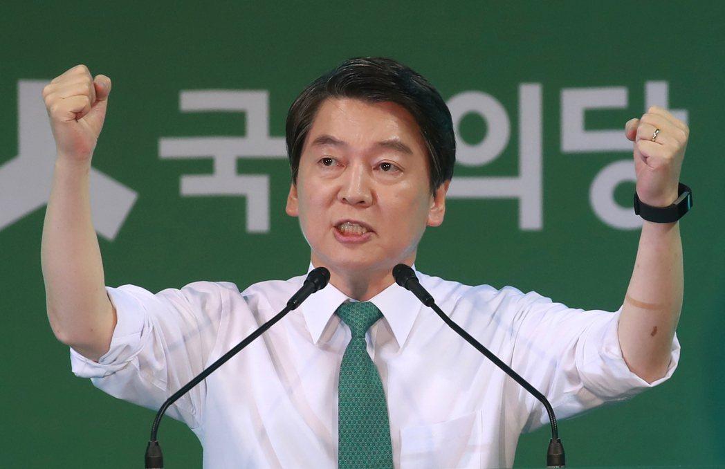 南韓國民之黨總統候選人安哲秀4日在大田廣域市發表被提名演說。 (美聯社)