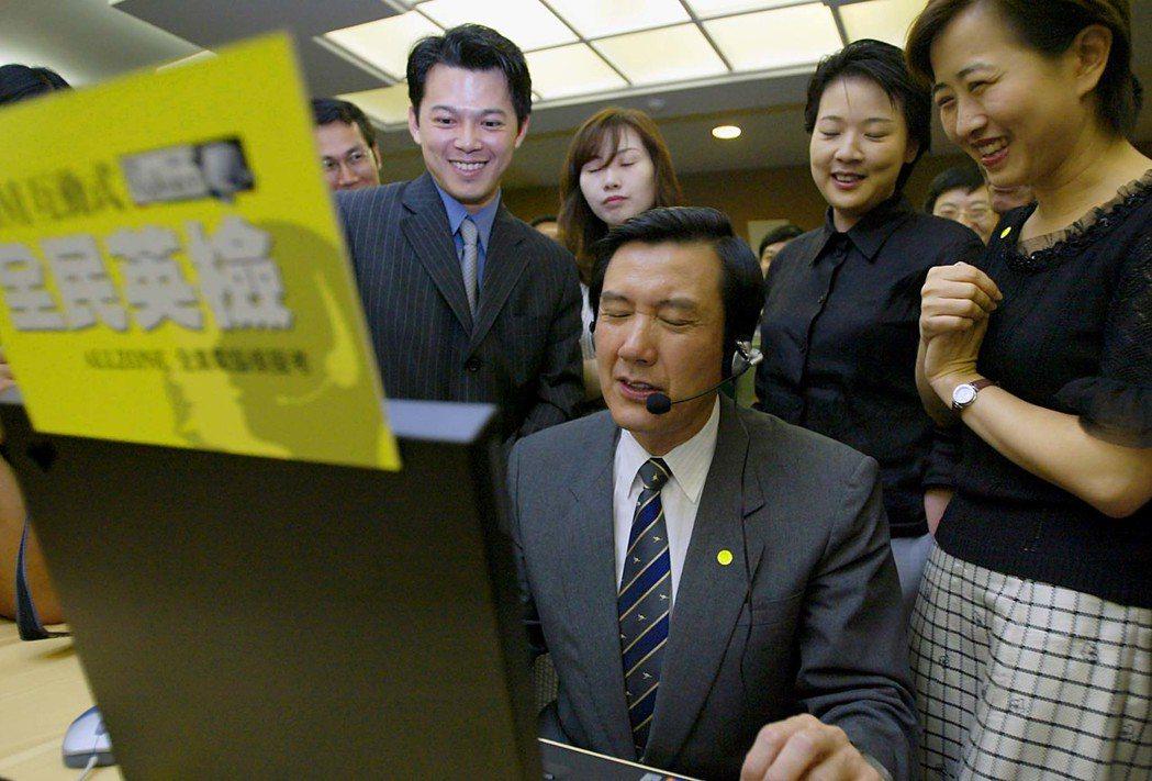 馬英九擔任台北市長時,有次參加IBM公司捐贈全民英檢電腦軟體的活動,當場接受考試...