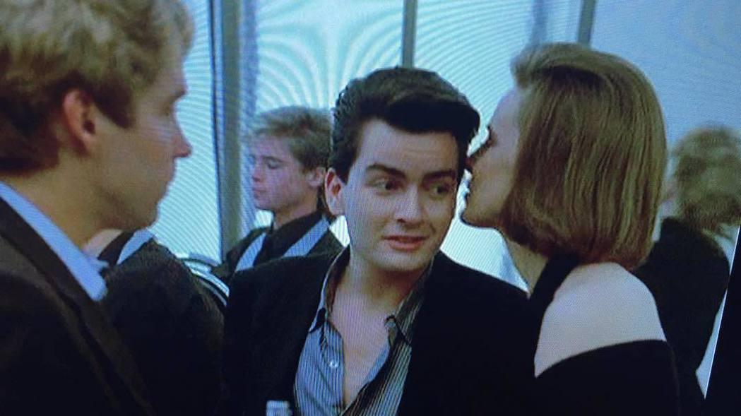 查裡辛(中)主演的「血進血出」,布萊德彼特(左二)是臨時演員。圖/摘自Insta