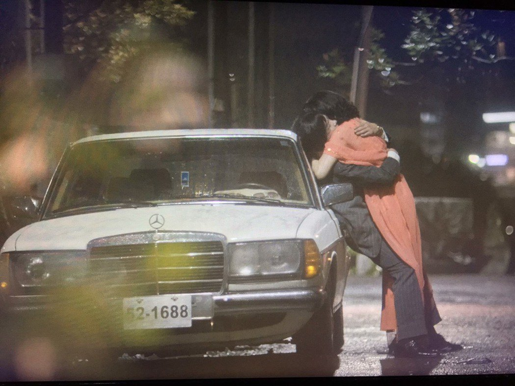 柯叔元(左)、曾珮瑜在戲中吻戲多且激情。圖/民視提供