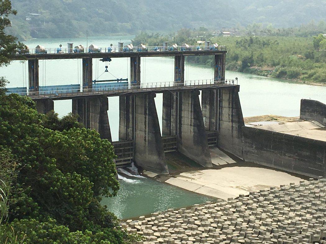 粗坑壩進流量也受到水情影響較低。 記者高詩琴/攝影