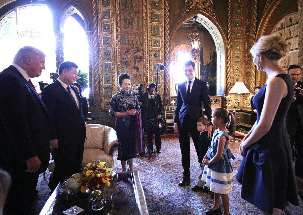 中國國家主席習近平在美國佛羅里達州海湖莊園與美國總統川普舉行中美元首會晤。兩國元...