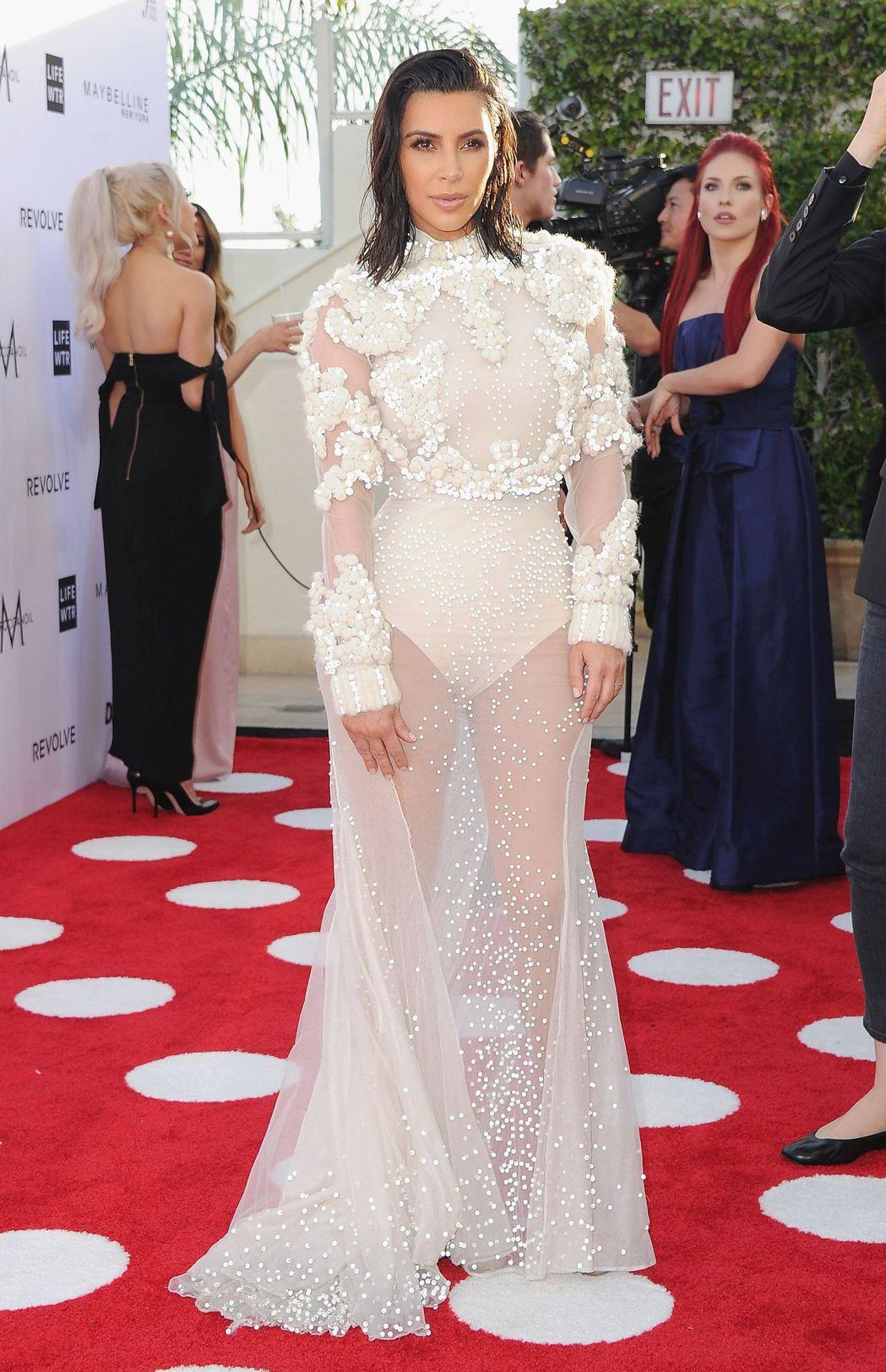 金卡達夏以GIVENCHY高級訂製服出席洛杉磯年度時尚大獎。圖/GIVENCHY...