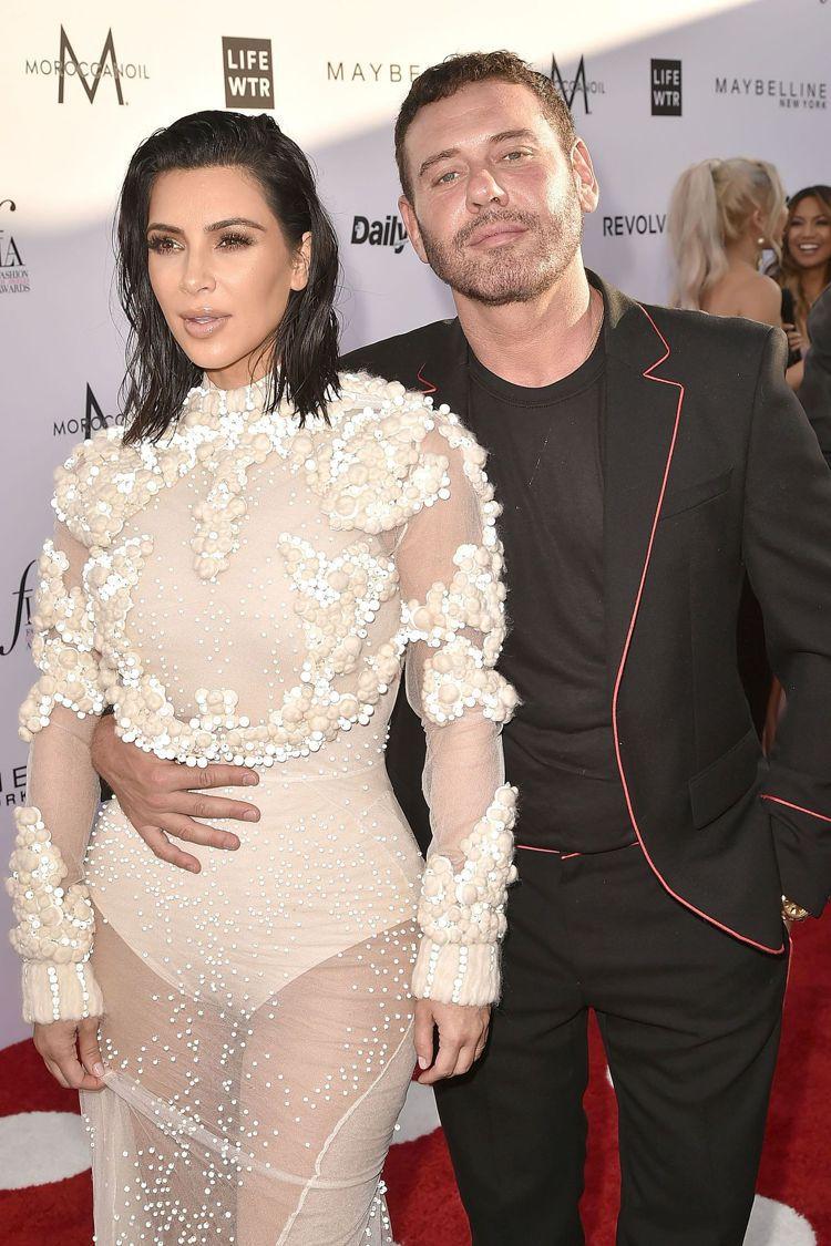 金卡達夏和時尚攝影師Mert Alas在洛杉磯年度時尚大獎紅毯合影。圖/GIVE...