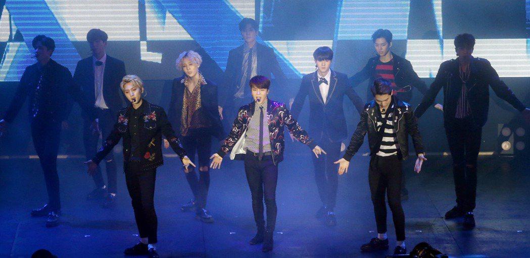 韓國男團PENTAGON在台北舉辦首場SHOWCASE,十位團員熱歌勁舞,粉絲h...