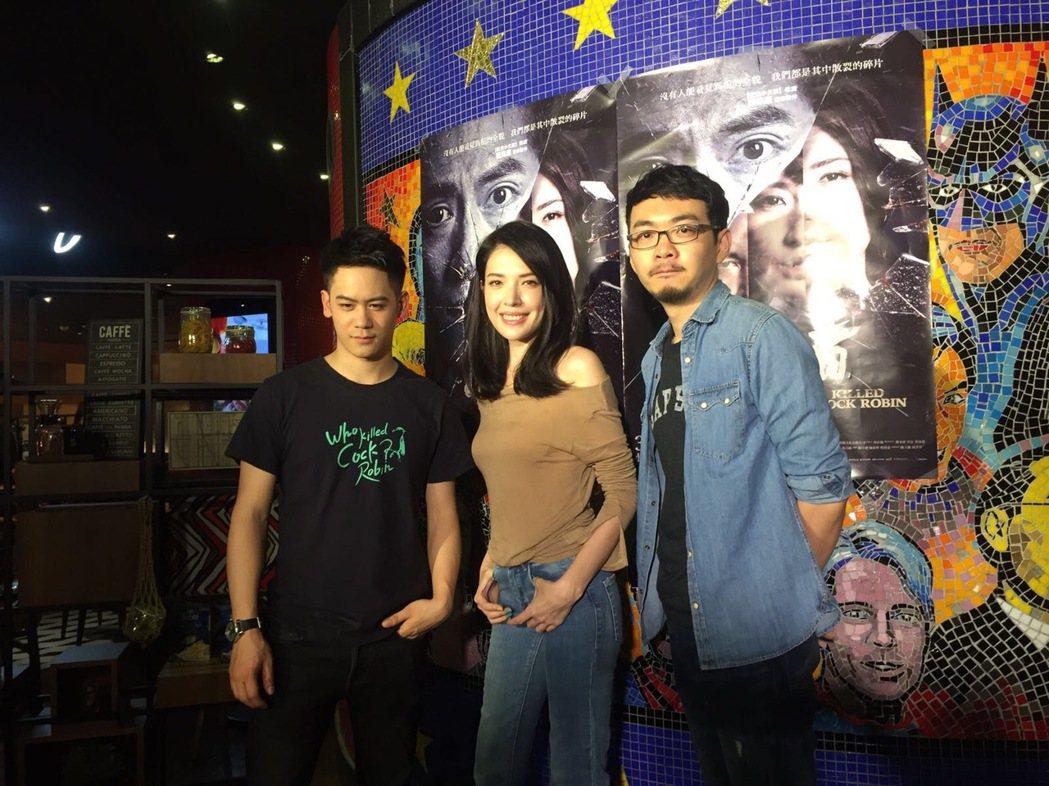 李淳(左起)、許瑋甯、程偉豪為「目擊者」前進影城售票。圖/穀得提供