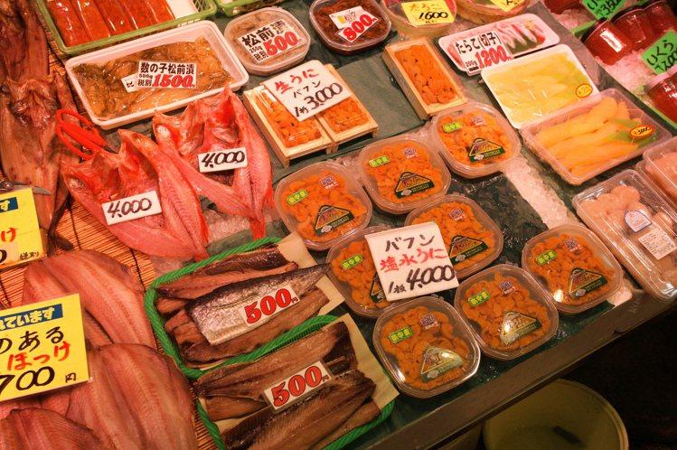 在日本北海道,可以購買到許多的海鮮製品。圖/讀者王小姐提供