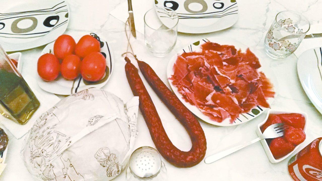 潘波利,島上的傳統美食。 攝影/周育如