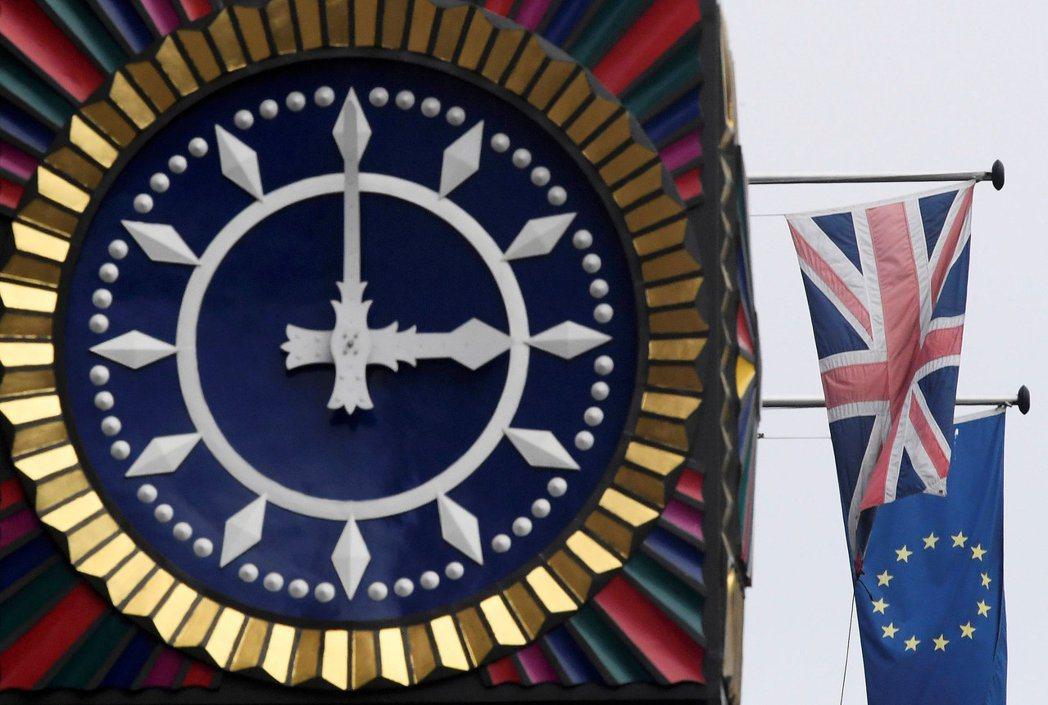倫敦金融業擔心脫歐條件與新貿易協定談判耗時過長,紛紛展開將業務與人員撤出英國。 ...
