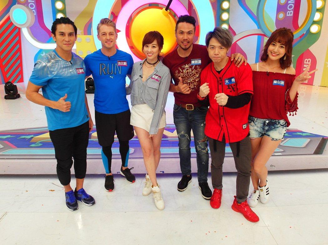 法比歐(左二)上衛視中文台「歡樂智多星」。圖/衛視中文台提供