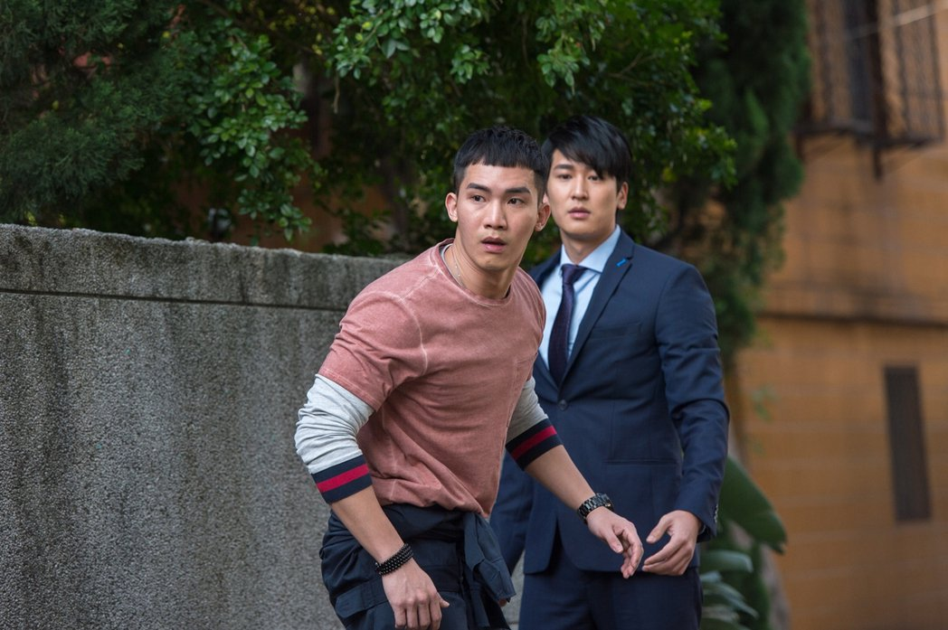 楊鎮(左)與邵翔在「只為你停留」中是情敵。圖/三立提供