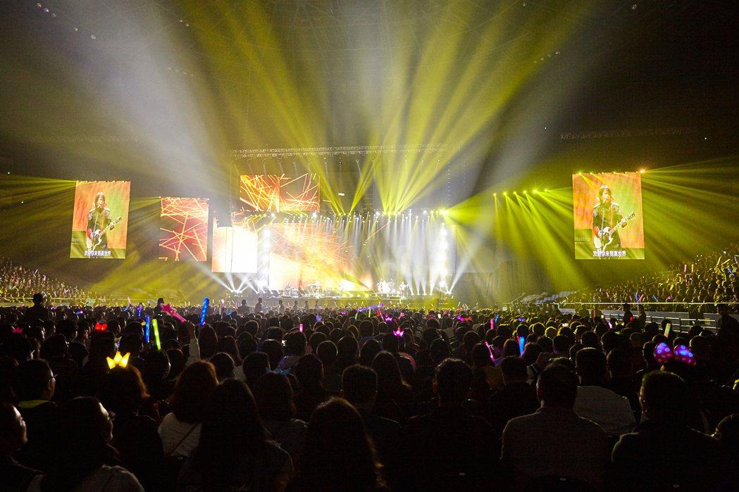 伍佰搖滾全經典第四季「全面對決」,五度征服上海。圖/環球提供