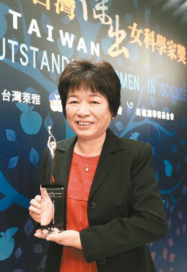傑出獎/台大凝態科學研究中心主任林麗瓊