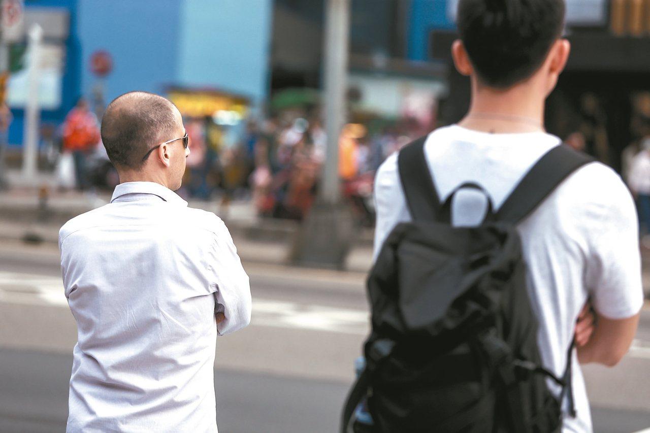 金管會公告「外國特定專業人才具有金融領域特殊專長之資格條件」草案,條件包括平均月...