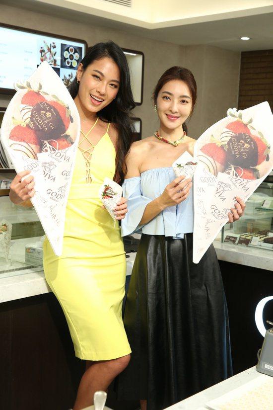 王麗雅(左)與吳速玲(右)出席全台首間「GODIVA生活形象店」開幕。記者陳立凱