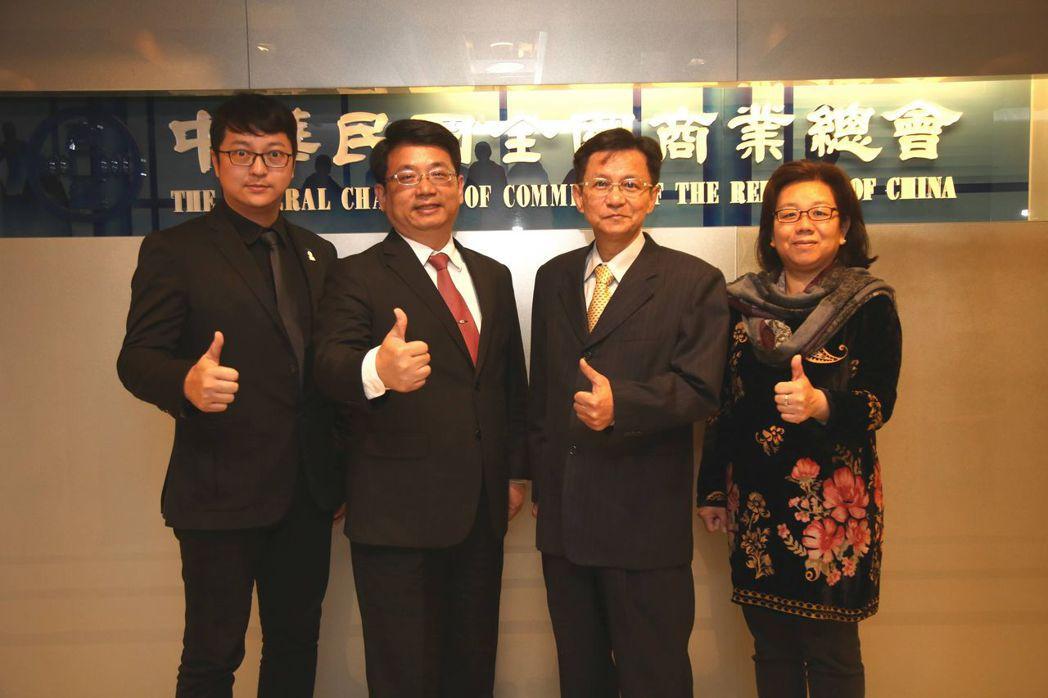 台灣連鎖加盟促進協會副秘書長柯建斌(左起)、商業總會副秘書長戴中興、秘書長賴榮坤...