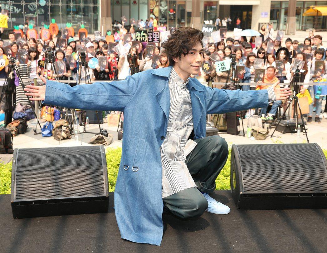 潘裕文推出《九年》EP,於統一時代百貨舉辦台北簽唱會。記者陳立凱/攝影
