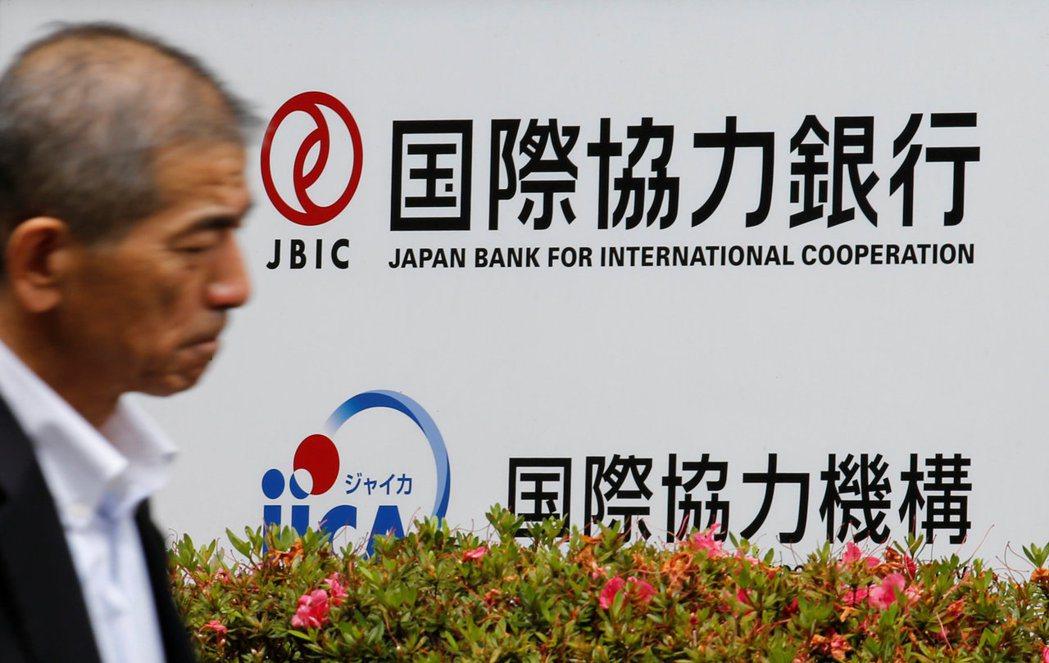 八零年代的日本取代美國,成為居主宰地位的債權國與金融大國,世界20大銀行,有6個...