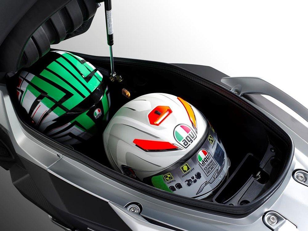 車廂可裝下兩頂全罩安全帽。 SYM三陽機車提供