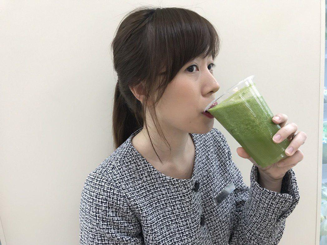 營養師表示,天天喝蔬果精力湯,容易因缺乏蛋白質、澱粉、脂肪等營養,而導致手腳冰冷...