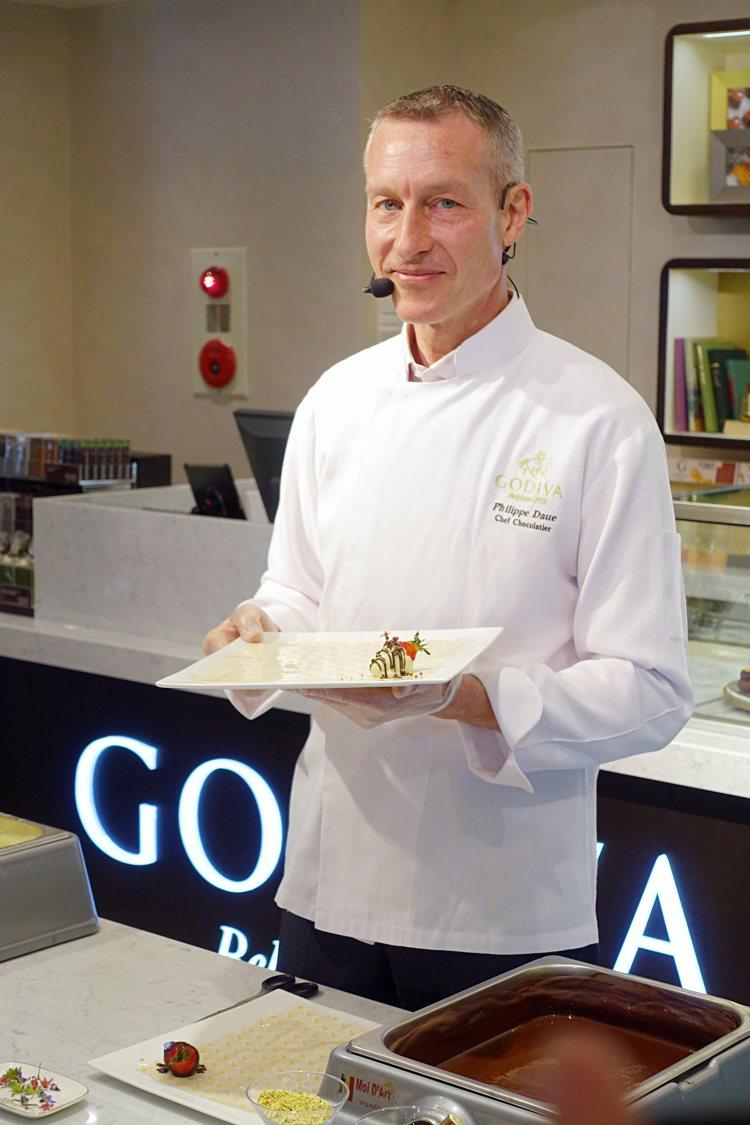 主廚Philippe親自來台示範甜點製作。圖/記者沈佩臻攝影