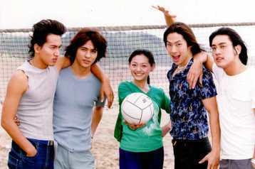 2001年台灣偶像劇「流星花園」打開包括中國大陸在內的海外市場;男子團體F4是當紅炸子雞。10年後-從2011年開始,「步步驚心」等大陸古裝劇在台掀起「追劇熱」,追出滾滾紅潮。●流星花園  打開台灣...