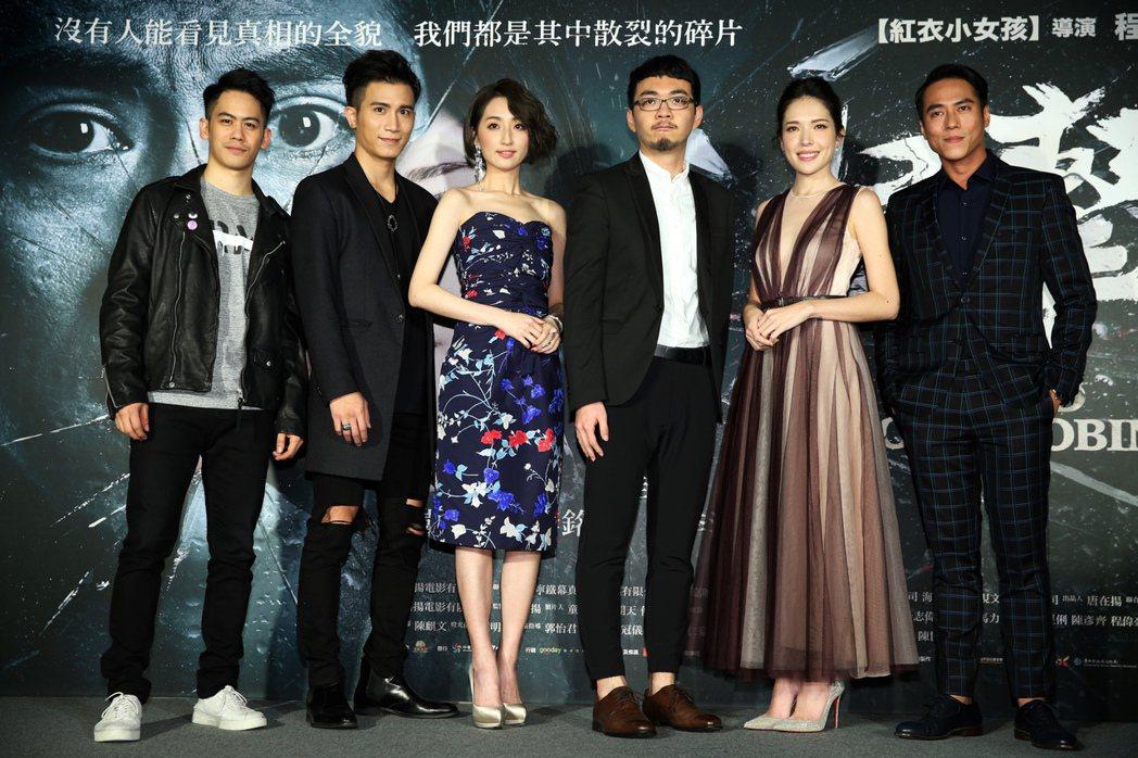 走驚悚路線的電影「目擊者」日前在台北信義威秀舉行首映會,劇中主要演員李淳(由左至...