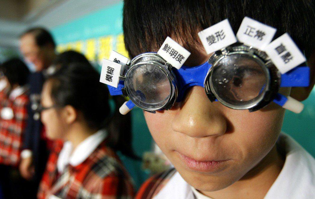 「視網膜黃斑部病變」是造成國人失明主因之一,但相較於白內障、青光眼,因為知名度較...