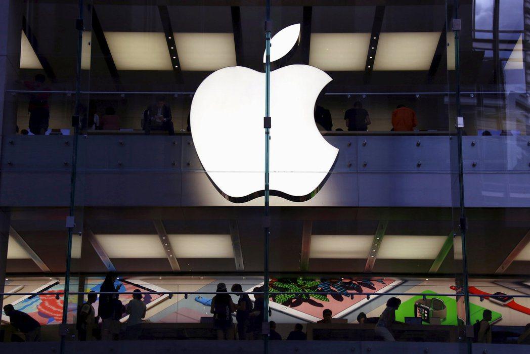 蘋果i8手機正逢上市10年大改款,各大基金經理人皆看好蘋果相關類股表現。 圖/報...