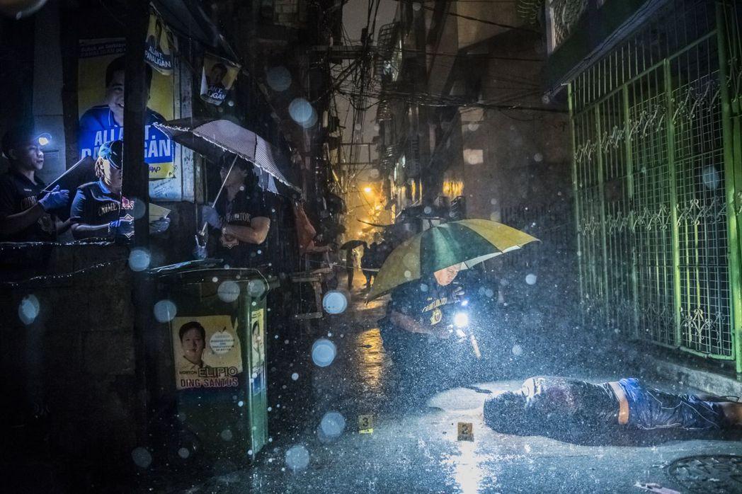 菲律賓血腥禁毒畫面。 圖/翻攝自普立茲新聞獎網頁