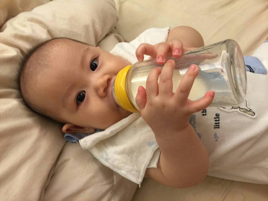 醫師警告,1歲以下寶寶禁喝蜂蜜。圖/報系資料照