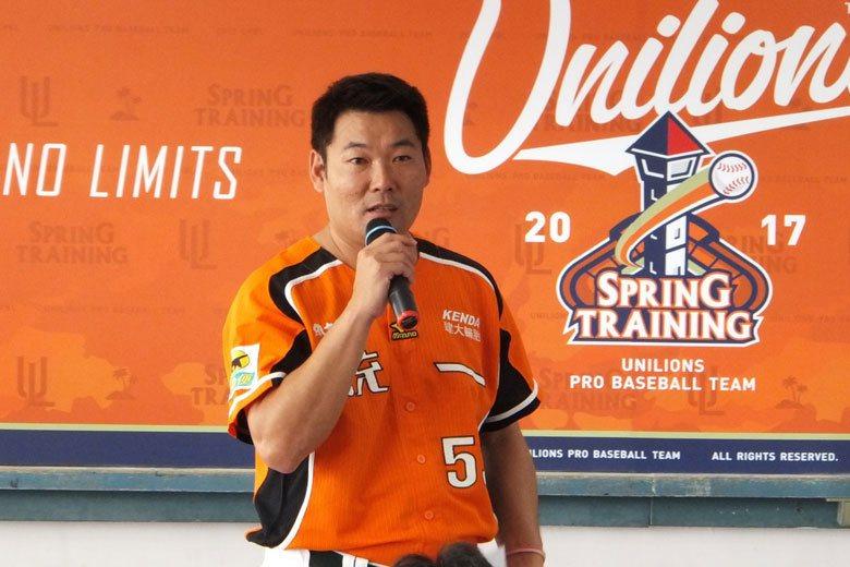 黃甘霖今年首次執掌兵符,擔任獅隊代理總教練,球隊上半戰績並不理想,但下半季調整得...