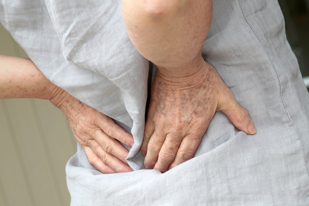 倒著走 竟治好了多年的腰痠背痛 圖片/ingimage