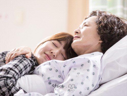 金姈愛和朴信惠在韓劇中飾演祖孫。圖/摘自Doctors官網