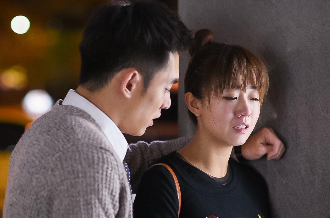 張書豪(左)與方志友上演離別戲碼都哭慘。圖/TVBS提供