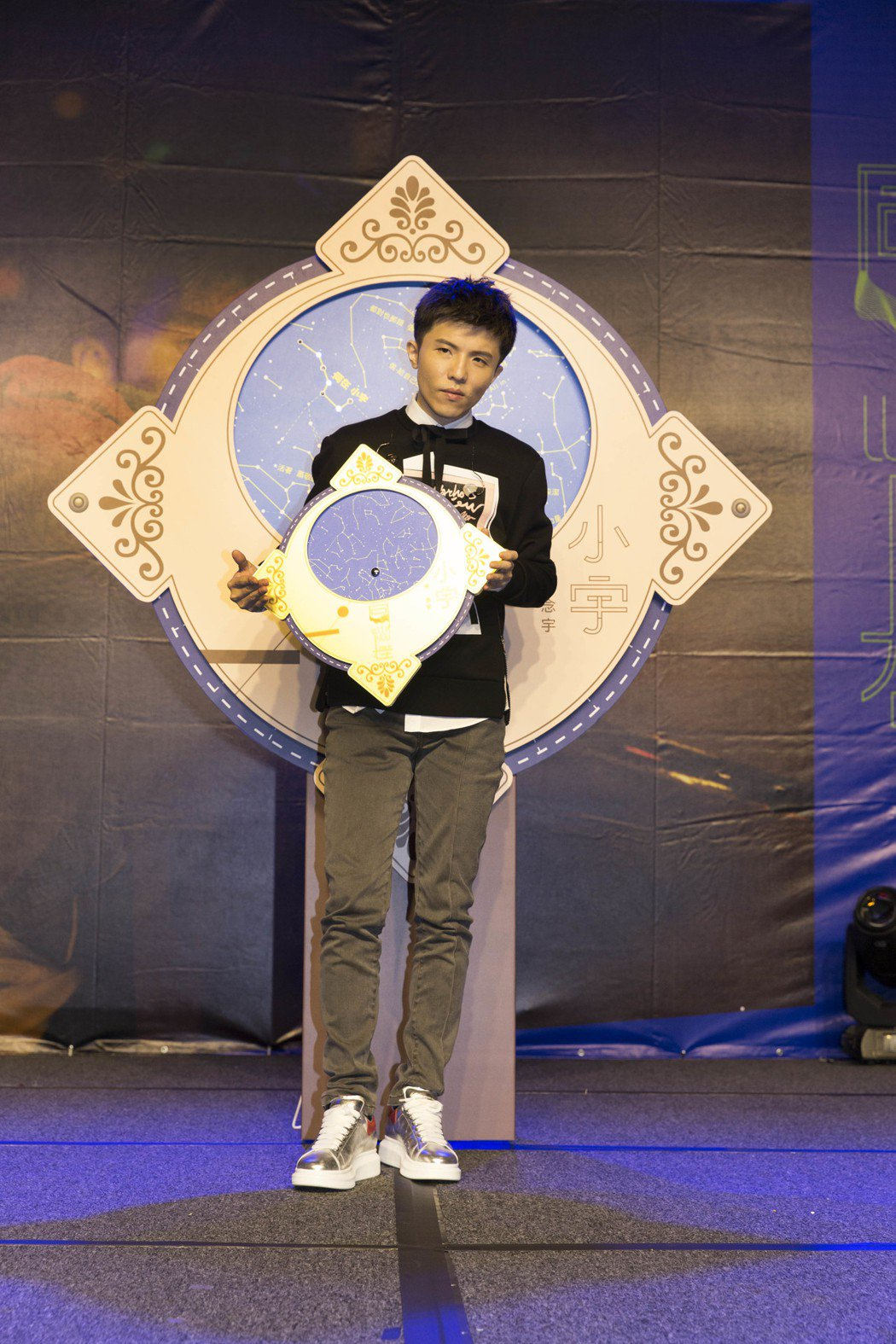 小宇推出新專輯「同在」。圖/華納提供