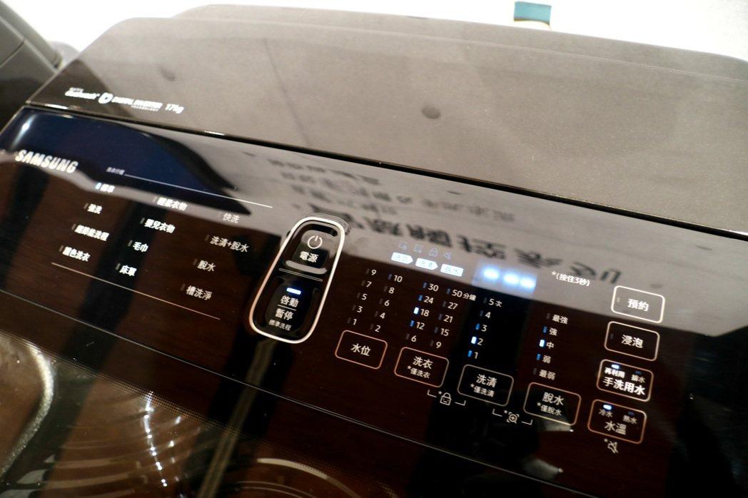 智慧觸控系列洗衣機有LED觸控面板,方便直覺操作。記者史榮恩/攝影